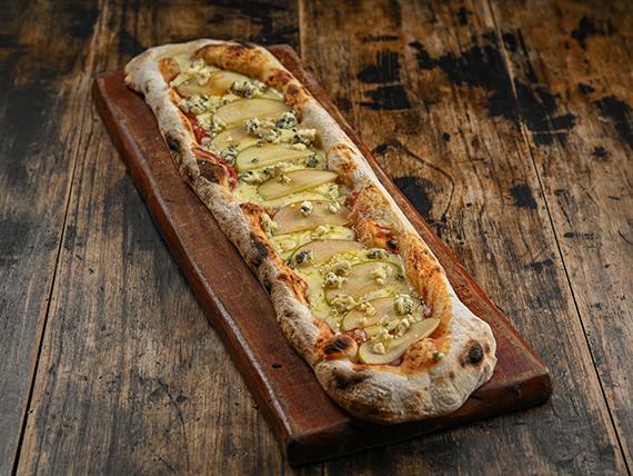 Pizza con muzzarella, queso azul y manzana verde