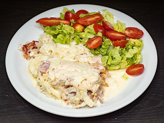 3 - Pollo relleno de jamón, queso, salsa de cebolla, champiñón y crema