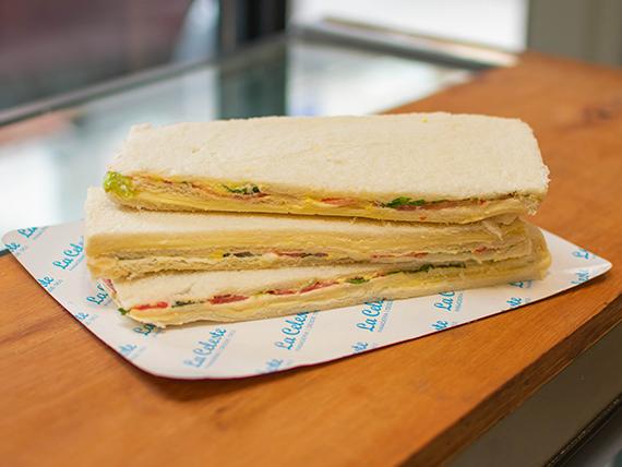Combo almuerzo 4 - 3 sándwiches de miga de verduras