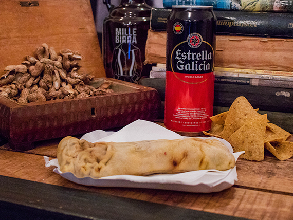 Roll veggie + cerveza Estrella en lata