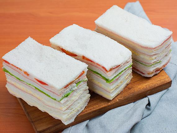 Sándwiches triples de miga especiales (12 unidades)