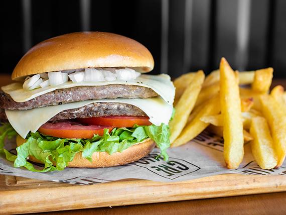 Combo criollo - Doble hamburguesa de 165 g de carne + papas fritas