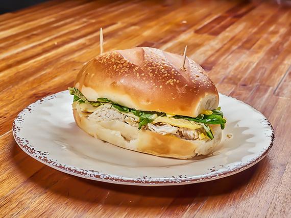Sándwich pebete de pavita y rúcula