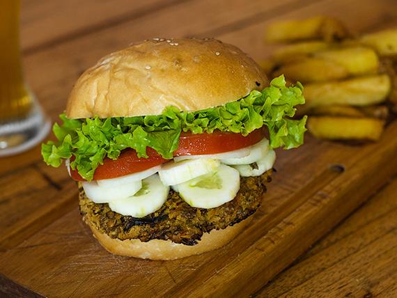 Vegetariana burger con papas fritas