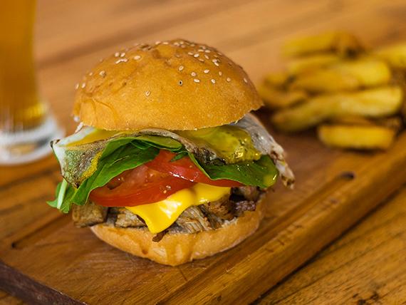 Porky burger con papas fritas