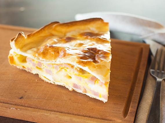 Tarta de jamón, queso y huevo