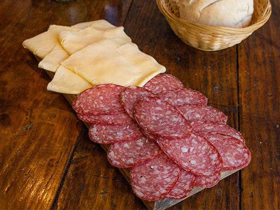 Promo 8 - Longaniza 150 g + queso en barra 150 g