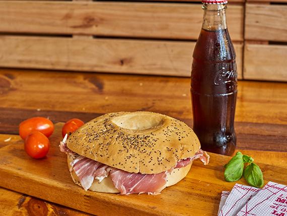 Combo 3 - Bagel + Coca Cola 237 ml + agua saborizada 500 ml