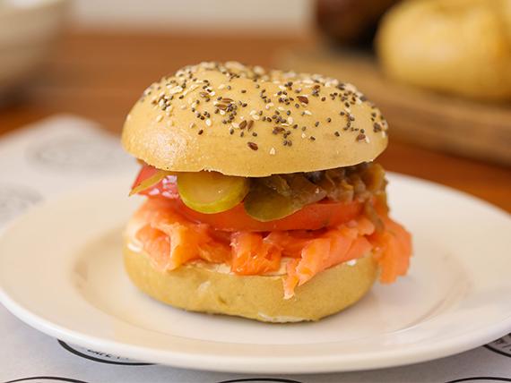 Bagel con salmón (100g)