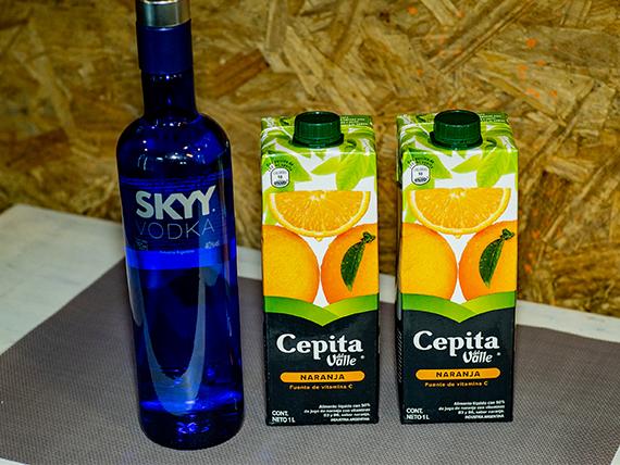 Promo - Vodka Sky 750 ml + 2 jugos Cepita naranja
