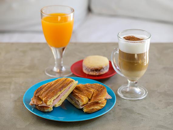 Promoción - Chocolate, café o cortado + Medialuna rellena + vaso de jugo de naranja + Alfajor