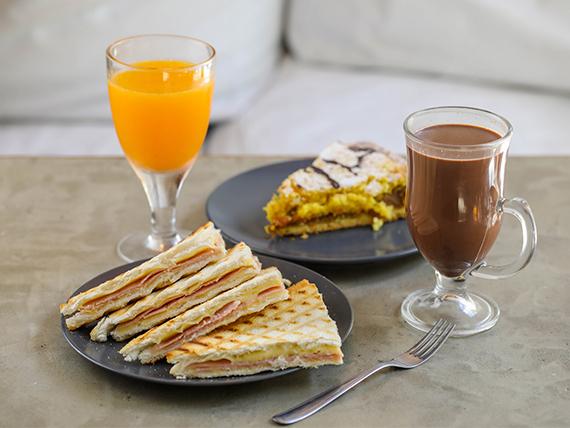 Promoción - Chocolate, café o cortado + Sándwich caliente + vaso de jugo de naranja + Postre