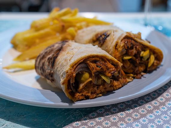 Promo - Roll pulled pork + papas fritas o ensalada coleslaw + gaseosa 600 ml
