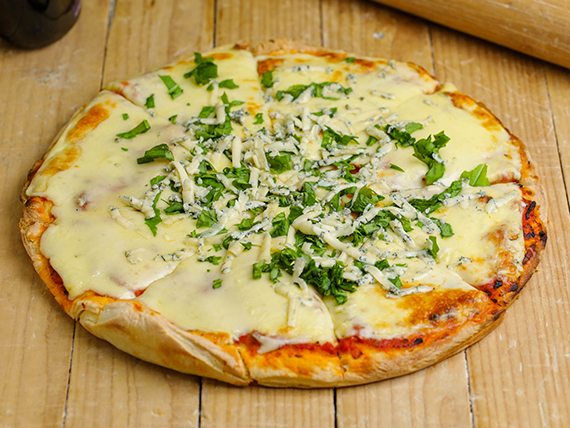 Pizzeta muzzarella, roquefort y rucula