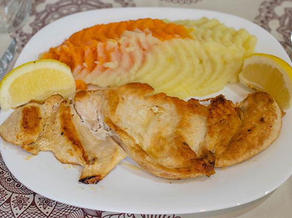 1/4 pollo deshuesada grille con guarnición