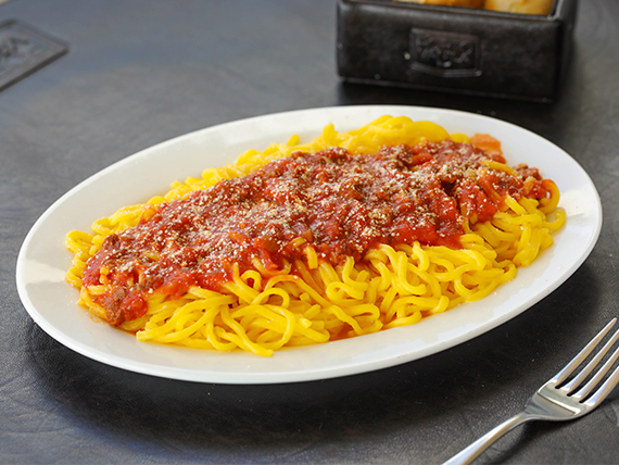 Tallarines con salsa