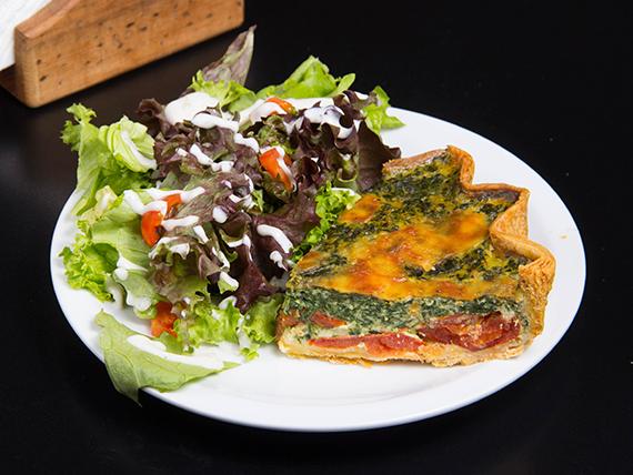 Quiché de espinaca, tomate y queso