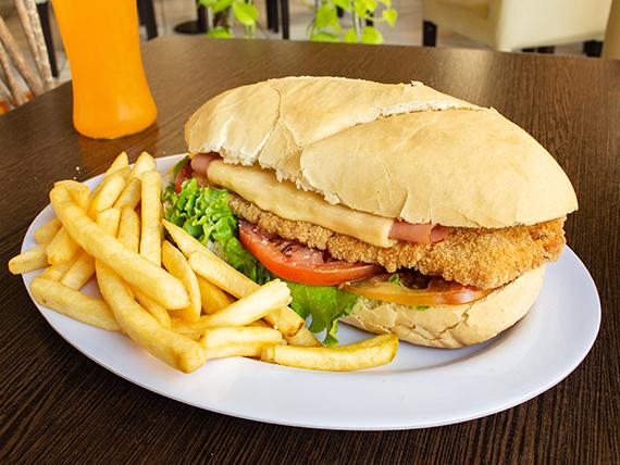 Combo 7 -  Sándwich de milanesa de ternera + papas fritas + bebida