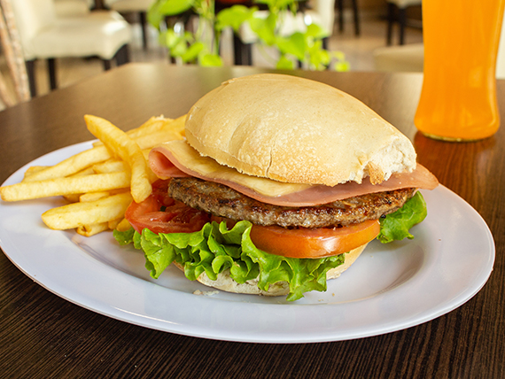 Combo 5 -  Sándwich de hamburguesa + papas fritas + bebida