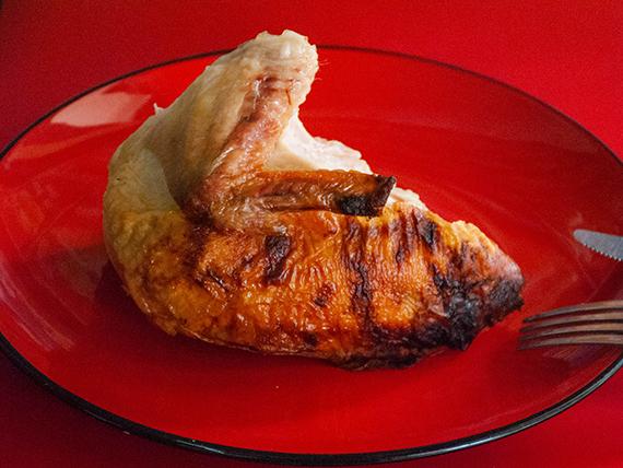 1/4 pollo asado + papas + 3 empanadas + soda 500 ml