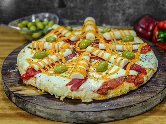 Pizza con palmitos, jamón y morrón