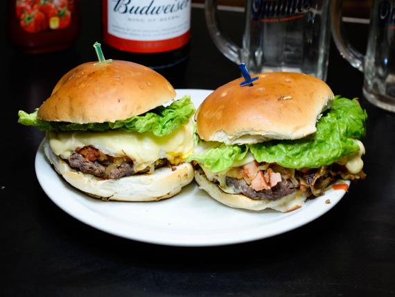 Promo - Dos hamburguesas completas + Cerveza Budwiser 1 L