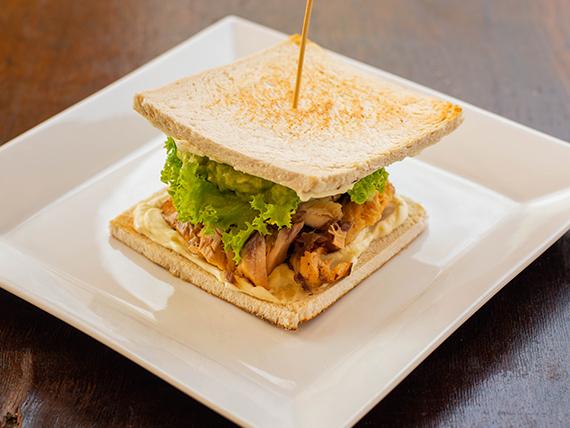 Sándwich de salmón en pan de molde + bebida 350 ml