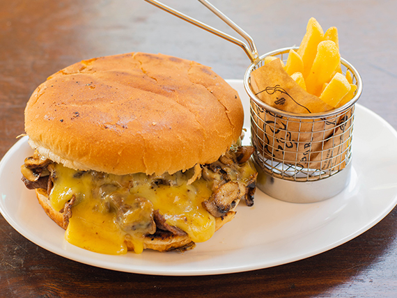 Sándwich de churrasco luco + bebida 350 ml