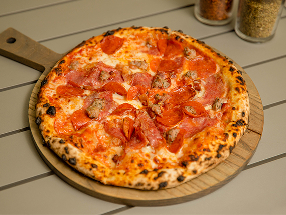 Pizza carnivor