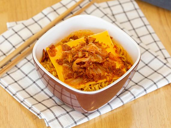 Korean cheese kimchi noodli