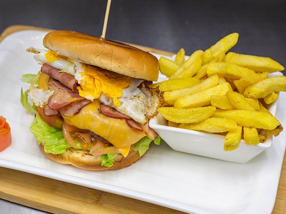 Hamburguesa fantástica + papas fritas (300 gr.)