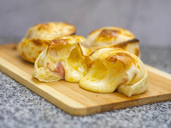 Empanada gigante de jamón y queso