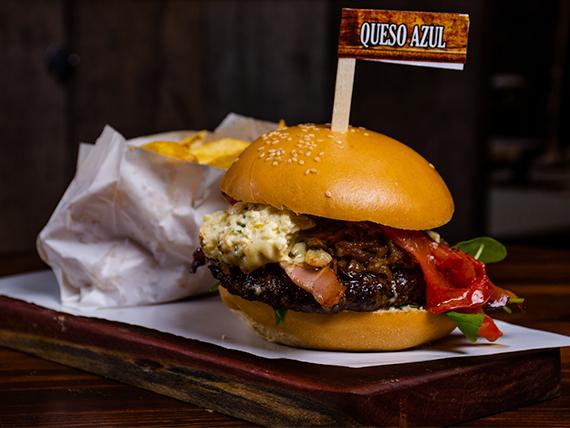 Burger queso azul con papas fritas