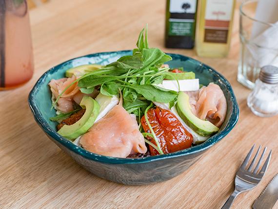 Ensalada o wrap de salmón ahumado