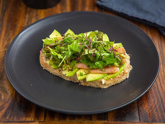 Sándwich de salmón-aguacate