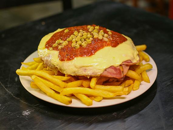 Milanesa napolitana con papas fritas