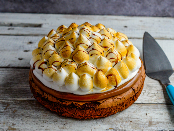 Torta brownie con dulce de leche y merengue tostado (1.400 kg)