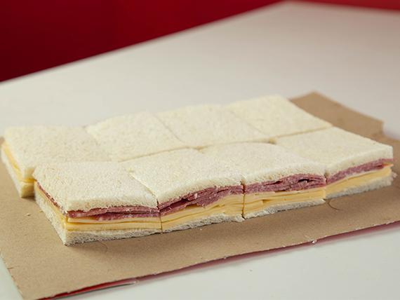 Sándwich mixto de salame