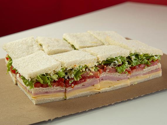 Sándwich triple de jamón cocido y queso