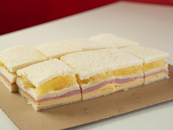 Sándwich triple de ananá