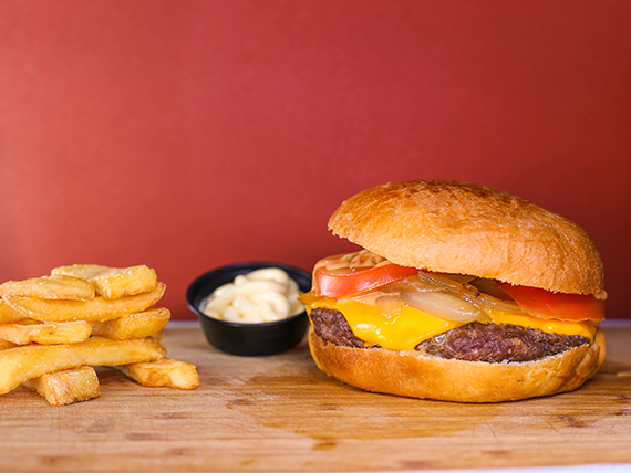 Combo - Hamburguesa star + papas fritas + salsa a elección