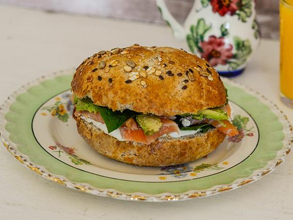 Sándwich bagel integral con semillas