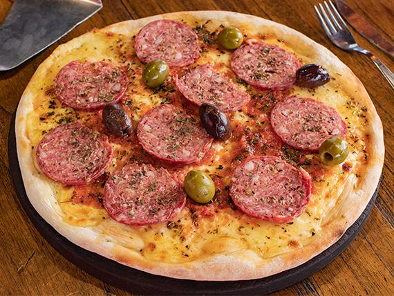 Pizza con calabresa, mozzarella y pepperoni grande