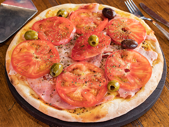 Pizza napolitana con ajo y jamón cocido natural grande