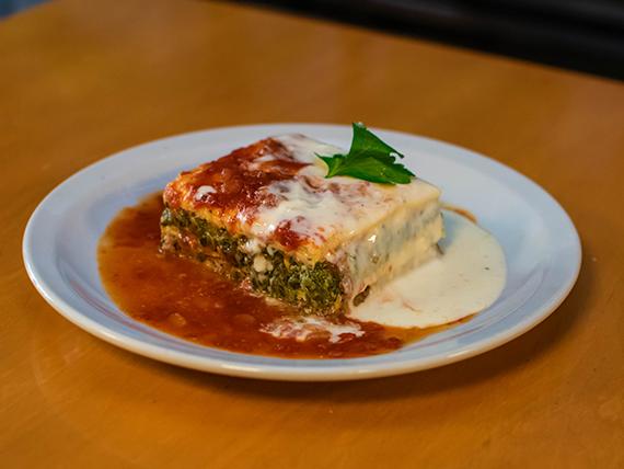 Lasagna de carne y verdura con salsa mixta