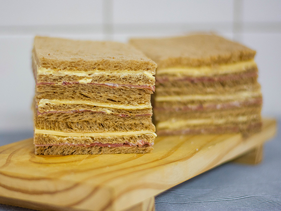 Sándwiches triples especiales (6 unidades)