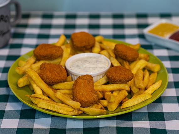 Nugget de pollo con papas fritas