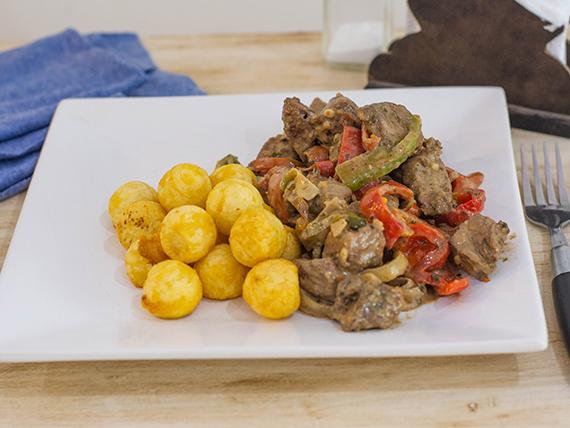 Wok de carne con verduras grilladas