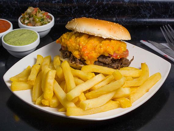 Sándwich americano + papas fritas individual + bebida 350 ml