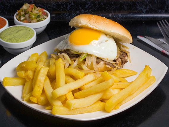 Sándwich chorrillano + papas fritas individual + bebida 350 ml